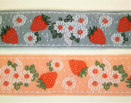 """1 m Webband """"Erdbeeren und Blumen"""" 30 mm br."""