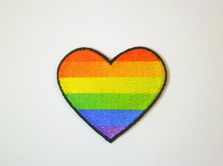 aufbügelbares Regenbogen-Herz